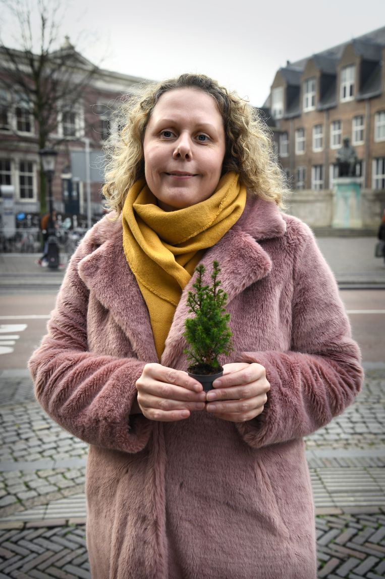 Linda Kopmels: 'Thuis staat al een grote boom met duizend lichtjes.' Beeld Marcel van den Bergh / de Volkskrant