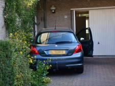 Gewonde na botsing tegen huis in Geldrop: verkeerde pedaal ingetrapt