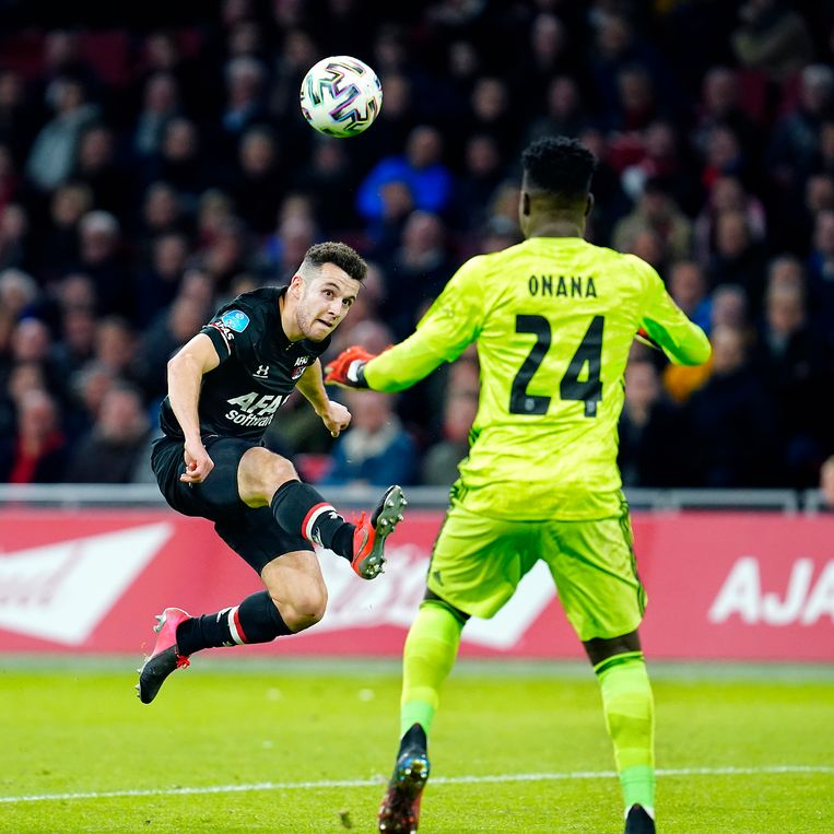 Bijna een jaar geleden besliste Oussama Idrissi met een fraaie lob de topper tussen Ajax en AZ in de Johan Cruijff Arena in het voordeel van AZ: 0-2. Beeld ProShots/Stanley Gontha