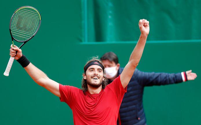 Stefanos Tsitsipas viert het winnen van het toernooi in Monte Carlo.