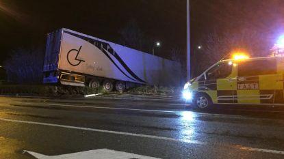 Kinderlaan urenlang afgesloten door ongeval met vrachtwagen