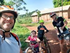 Marieke en Luuk leverden al 10.000 fietsen aan inwoners van Afrika: 'Mensen vragen nu ook om fietspaden'