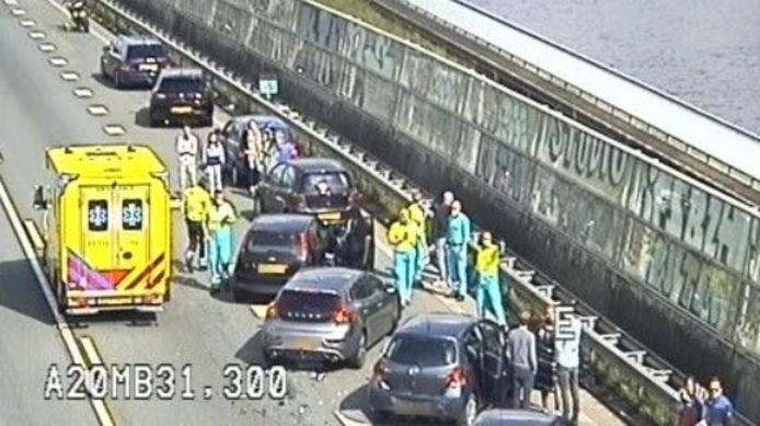 Bi het ongeluk zijn meerdere auto's betrokken.