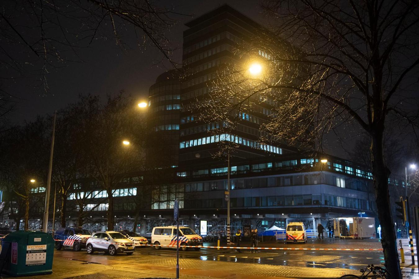 Hulpdiensten bij De Nederlandse Bank na een melding van een schietpartij.