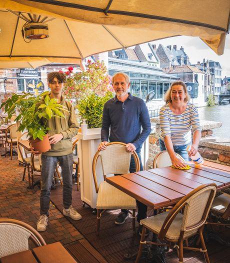 """Korenlei Twee, met mooiste terras van Gent, mag weer open. """"Massa's volk op de kades zien zitten en zelf niks mogen doen, dat wrong"""""""