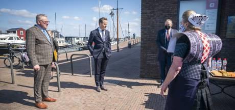 Bunschoten weer even in het middelpunt: Hugo de Jonge haalt resultaten van grootschalig testen op