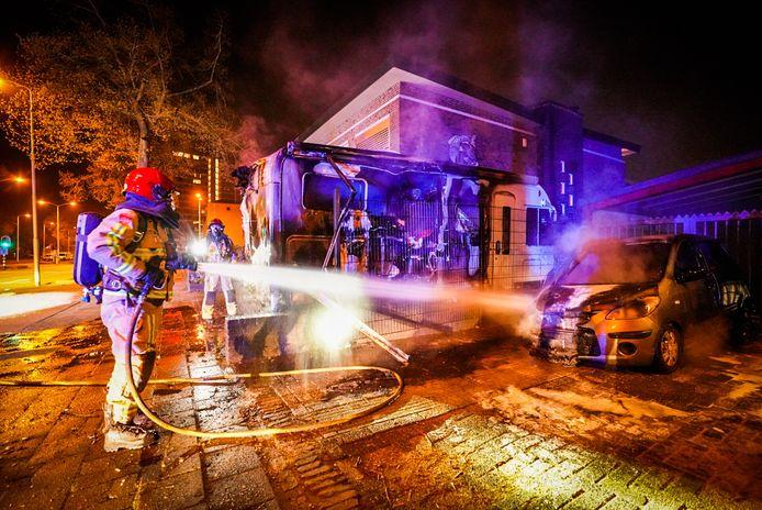 Camper en auto uitgebrand op de Europalaan in Eindhoven.