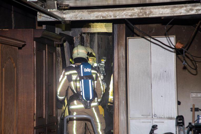 De hele achterbouw met keuken en woonkamer is uitgebrand.