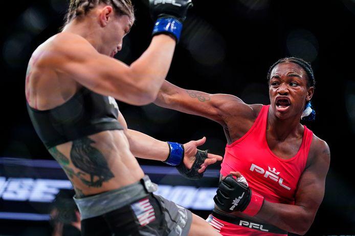 Claressa Shields, rechts, in gevecht met Brittney Elkin