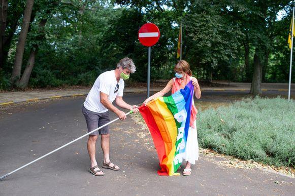 Groen Mortsel hijst de vredesvlag.