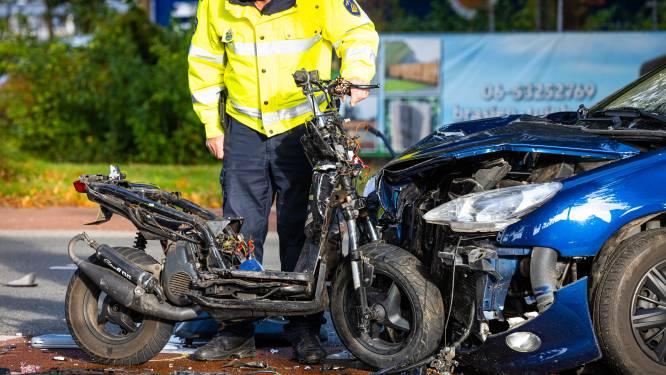 Ernstig ongeluk in Heerde: traumahelikopter landt bij A50 voor zwaargewonde scooterrijder (17)