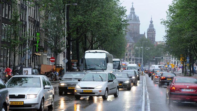 Vanaf dinsdag kan de IJtunnel alleen nog linksaf richting de Kattenburgerstraat of rechtdoor richting het Waterlooplein worden verlaten. Beeld anp
