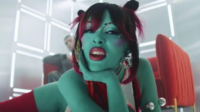 """Popster Doja Cat draagt juwelen van Belgische ontwerpster in videoclip: """"Toen ik de juwelen teruggestuurd kreeg, hing er groene verf aan"""""""