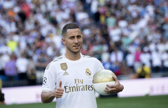 Eden Hazard lors de sa présentation officielle au stade Santiago Bernabeu à Madrid, le 13 juin 2019.