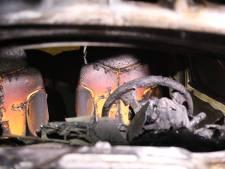 Weer gaat er in Leidschendam een auto in vlammen op