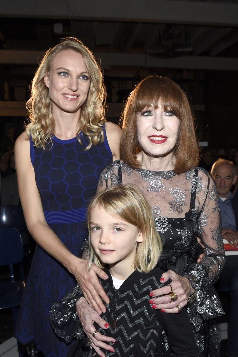 Liesbeth List met haar dochter Elisah Baijens en kleindochter Lilah, in oktober 2017. Beeld Brunopress
