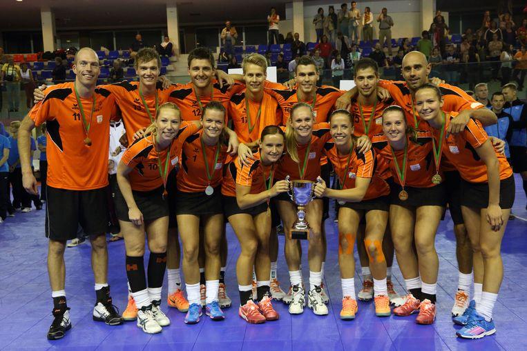 Oranje viert de Europese titel. Beeld Marco Spelten