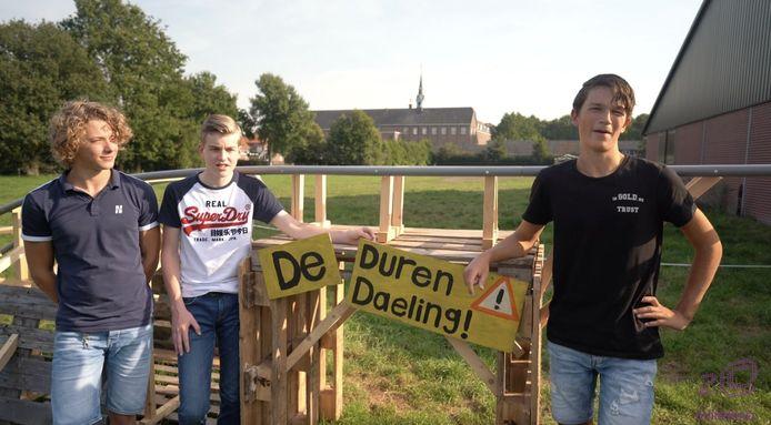 Voor hun profielwerstuk bouwden havo-leerlingen van Durendael hun eigen achtbaan. Van links naar rechts: Sander van Hulten, Pieter Fuller, Ruben Nuijten.