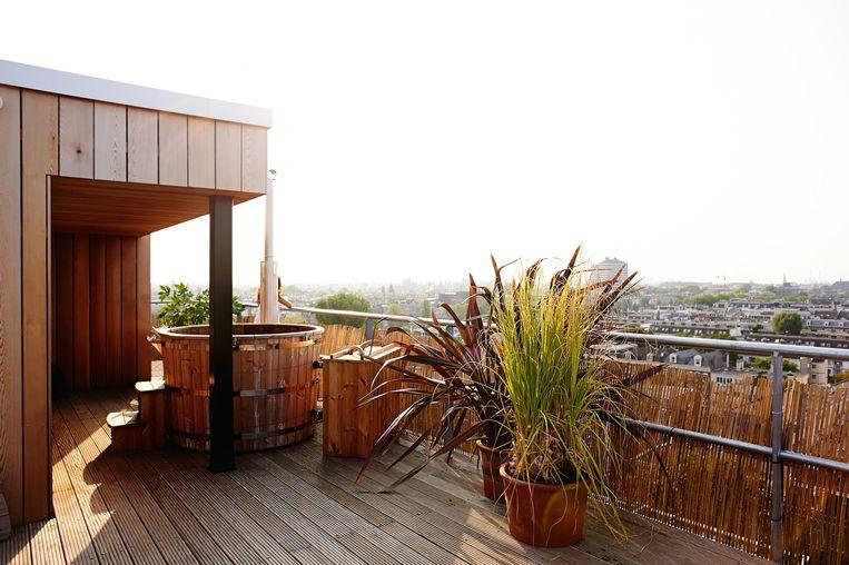 Relax dit weekend op het dak van het Volkshotel. Beeld Mark Groeneveld