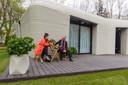 Elize Lutz en Harrie Dekkers, de eerste proefhuurders van de 3D-geprinte woning in Meerhoven, Eindhoven.