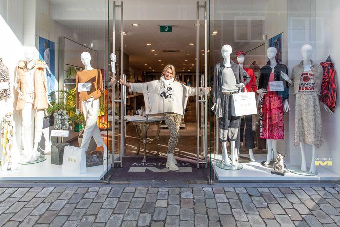 Monique Kloosterman van Moniek Mode in Goes doet voor klanten de deur weer open op afspraak.