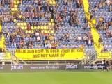 Supporters NAC laten afkeer blijken met spandoeken: 'Jullie zijn echt te goed voor de KKD, dus rot maar op'
