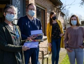 Milieuschepen zet zwerfvuilvrijwilligers op coronaproof manier in de bloemetjes
