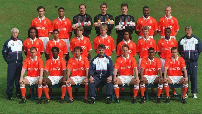Uit deze Oranje-selectie in 1996 destilleerde Guus Hiddink op 29 mei 1996 in een oefenwedstrijd tegen China het laatste Nederlands elftal zonder 'Van'. Edwin 'VAN' der Sar werd toen vervangen door Ed de Goey.