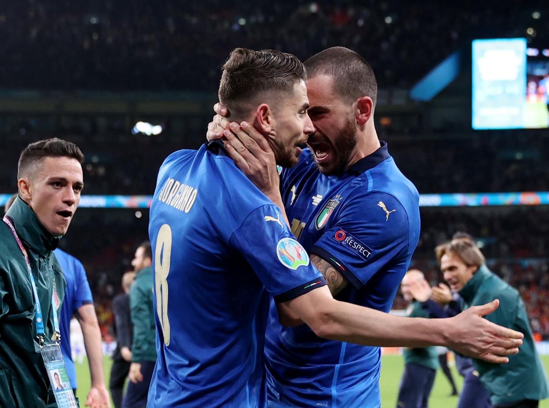 De Italianen Jorginho (l.) en Leonardo Bonucci speelden een hoofdrol op het EK. Beeld Reuters