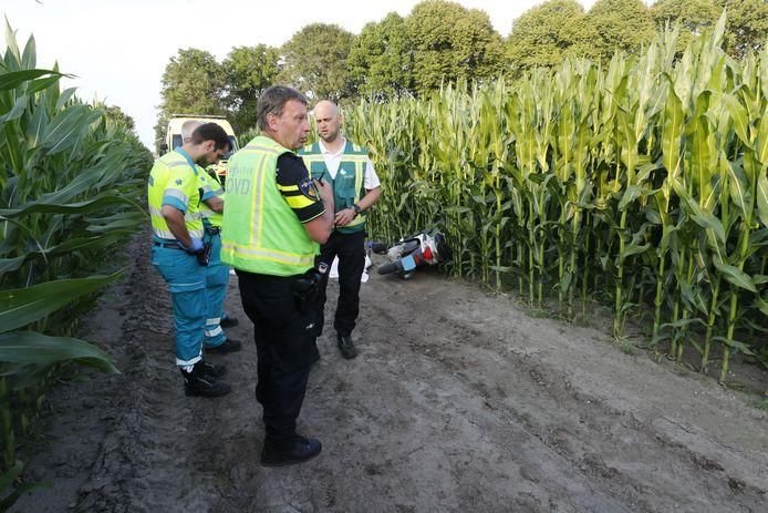 Een man is zondagavond overleden na een eenzijdig ongeval in Wintelre.