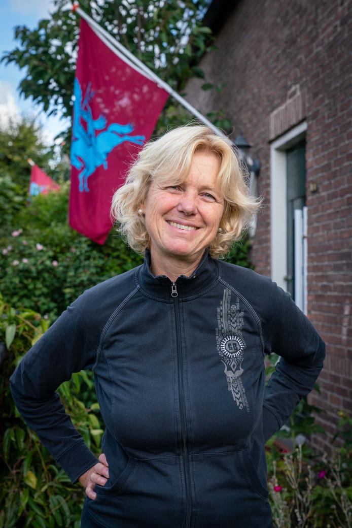 Anne Böhmig met haar Airborne-vlag.