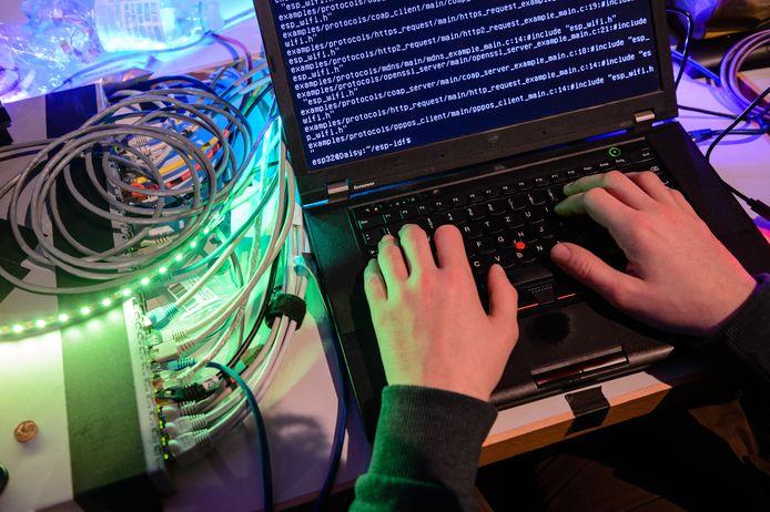 Sinds de onthulling over de rol van de AIVD in het ontdekken van Russische hacks in de VS liggen Nederlandse overheidssystemen meer onder vuur.