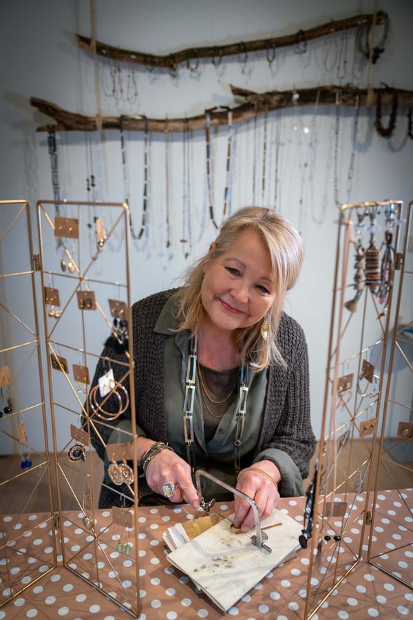 Marianne Zoet uit Rheden in haar sieradenatelier.