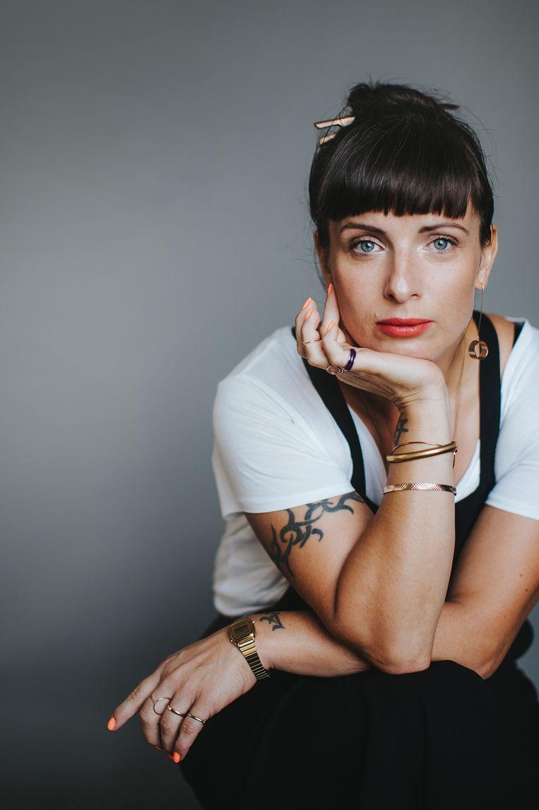Nina Wähä: 'Ik voelde me het meest verbonden met de vaderfiguur. Niet dat ik seksuele fantasieën krijg als ik een koeienstal zie, maar hij is wél authentiek.' Beeld Kajsa Göransson