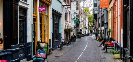 Ondernemers Deventer binnenstad verklaren bezoekers de liefde: 'De stad mist u... Maar kom vooral wel alleen'