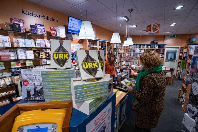 Niet te missen in boekhandel 't Boekendal op Urk: Het boek van Matthias Declercq.
