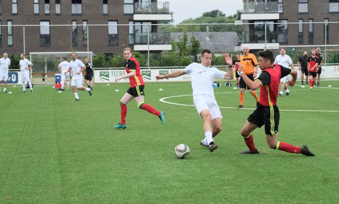 Of scheidsrechter Bram Van Driessche van het BV-team in dit duel voor de bal ging, is twijfelachtig. Het VAR-busje was echter niet aanwezig tijdens de wedstrijd.