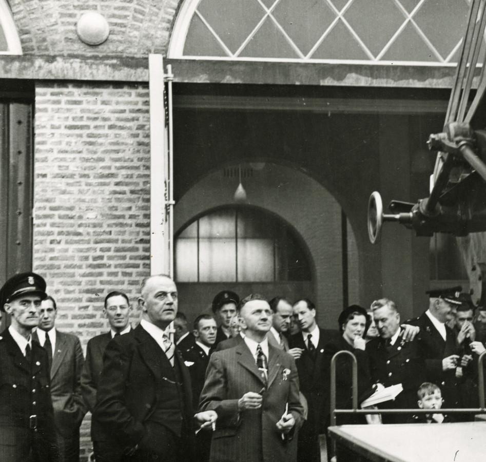 De opening van de nieuwe brandweerkazerne aan de Edenstraat in Eindhoven in 1952