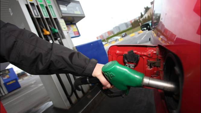 Benzineprijs naar hoogste peil in een jaar