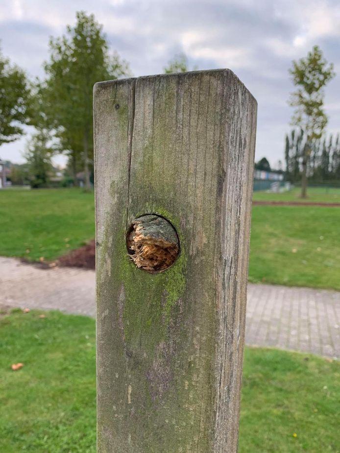 De fit-o-meter aan sportcomplex De Ommegang waaraan de jongen zijn polsen brak, is sinds deze week spoorloos verdwenen.