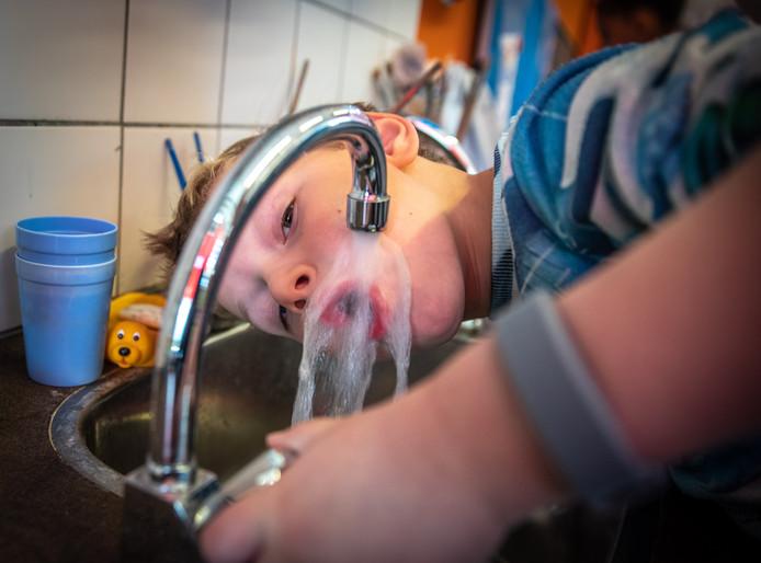 Nederlanders verbruiken gemiddeld per persoon 120 liter water per dag.
