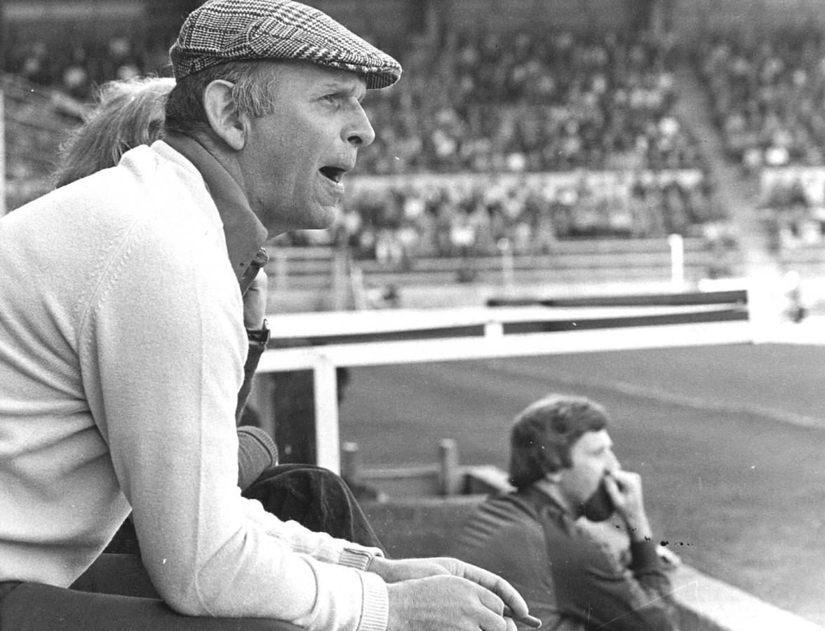 1982: Sparta-trainer Barry Hughes is door de tuchtcommissie van de KNVB voor vijf wedstrijden geschorst.