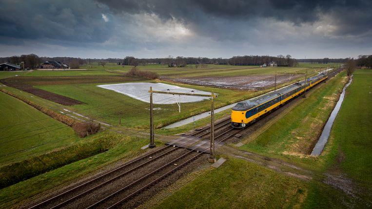 Onbewaakte spoorwegovergang in Meppel.  Beeld Hollandse Hoogte / Wilbert Bijzitter