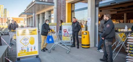 Supermarkten luiden noodklok bij minister: handhavers willen personeel beboeten om coronamaatregelen
