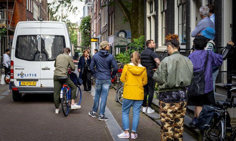 Bij een schietpartij in Amsterdam is een man zwaargewond geraakt. Volgens Het Parool zou het gaan om misdaadverslaggever Peter R. de Vries. Beeld ANP