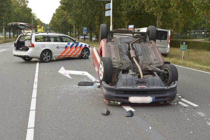 Twee auto's zijn donderdagmiddag rond 16.30 uur op elkaar gebotst op de Chaamseweg in Ulvenhout.