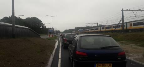 Afsluiting snelweg: verkeer vast van Dieren tot De Steeg