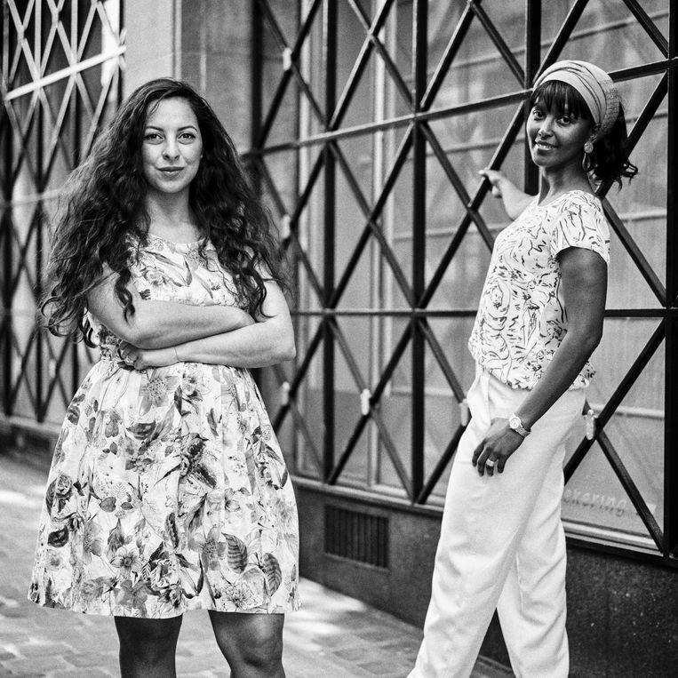 Zelfa Madhloum en Ayan Mohamud Yusuf. Madhloum: 'Mijn ouders kwamen naar België om hun kinderen kansen te geven die er in de dictatuur van Saddam Hoessein niet waren.' Beeld Thomas Sweertvaegher
