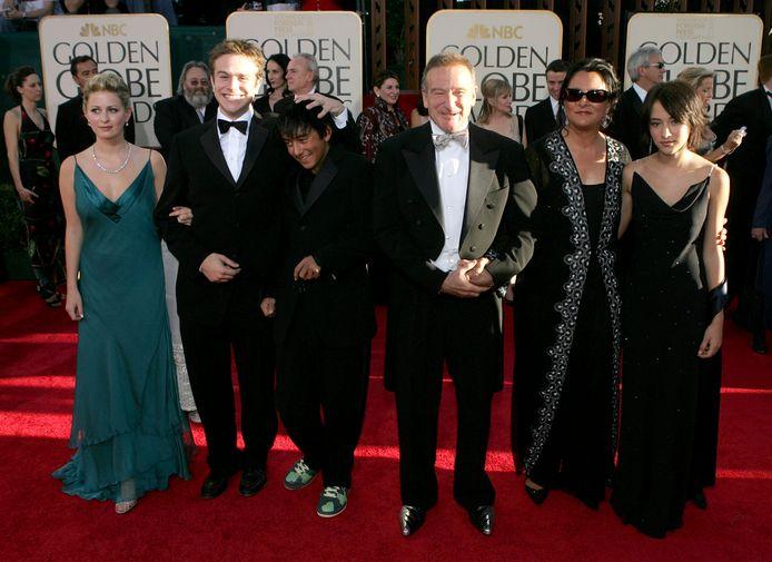 Robin Williams ex-vrouw Marsha Garces Williams met hun kinderen: Cody, Zachary (tweede van links) en z'n vriendin Alex en dochter Zelda op de Golden Globe Awards in 2005