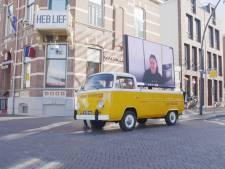 Busje met LED-scherm brengt persoonlijke videoboodschap bij mensen thuis in Zwolle